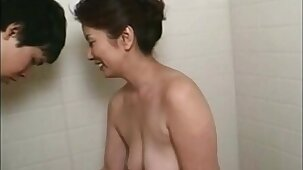lives.pornlea.com Asian mature bathes young guy