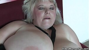 Big mature mom with huge tits fucks herself