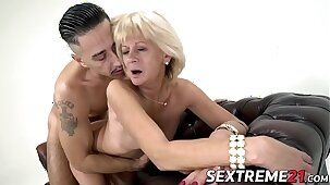 Cock adoring granny screwed hard before tasting warm jizz