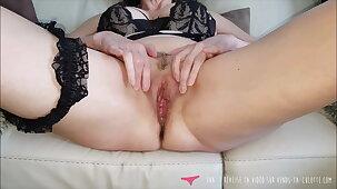 Vends-ta-culotte - French MILF Masturbates Pussy Close Up